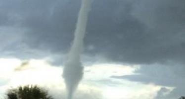 La formation d'une tornade filmée dans la baie de Tampa