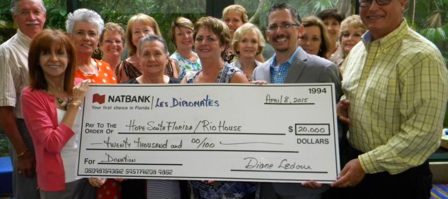 Les Diplomates font des heureux : un chèque de 20 000$ pour les sans-abris de Floride !