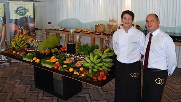 Le chef Steven Jung et Julien Labays aux commandes du restaurant La Riviera Restaurant au Sofitel de Miami.