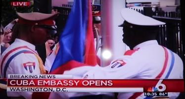 Historique : Le drapeau cubain flotte à Washington !