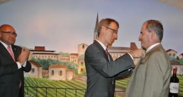 Jacksonville : Jean-Jacques Vigoureux reçoit les insignes de Chevalier du mérite agricole