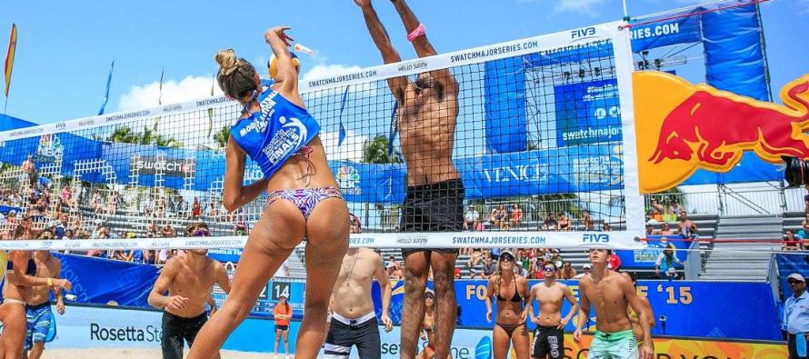 L'incroyable tournoi de volley pour mannequins à Miami Beach : c'est à ne pas manquer !