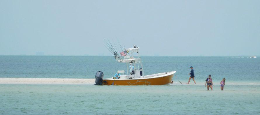 Louez (facilement) un bateau pour visiter la côte Sud-Ouest de la Floride !