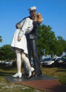 """Statues """"Unconditional Surrender"""" à Sarasota en Floride"""