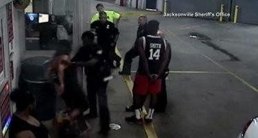 Scène de violence policière invraisemblable à Jacksonville