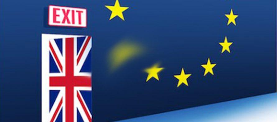 Le Royaume-Uni quitte l'Union Européenne et la plonge dans une crise politique
