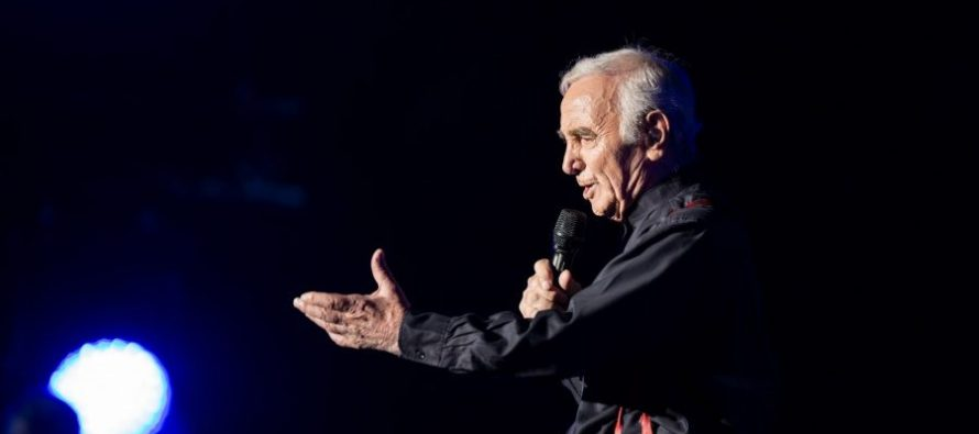 Charles Aznavour vient chanter à New-York (Madison Square Garden)