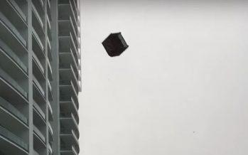 Une pluie de meubles durant une tempête à Miami (vidéo)