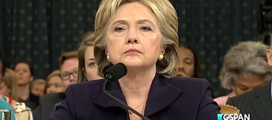 Les «affaires Clinton» font passer Trump en tête dans les sondages