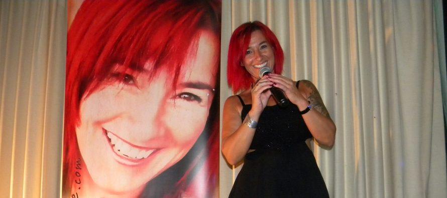Carolyne Jomphe chantait au Club Canadien Français de Lake Worth
