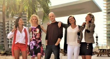 Une pièce de théâtre par des Français de Miami : Le Peignoir aux Alouettes