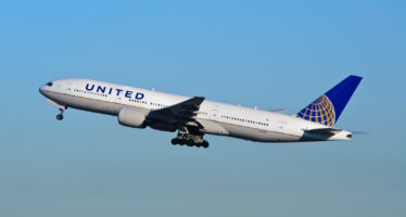 La surréservation aérienne en débat après des incidents