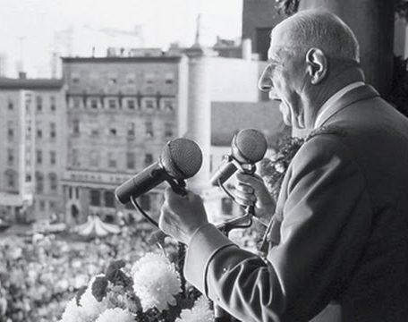 Charles De Gaulle prononçant son célèbre discours