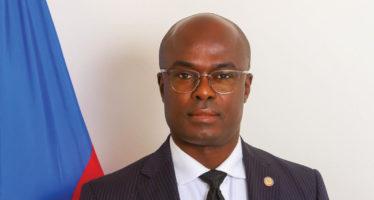 Mot d'accueil du consul d'Haïti, Gandy Thomas, aux nouveaux arrivants en Floride