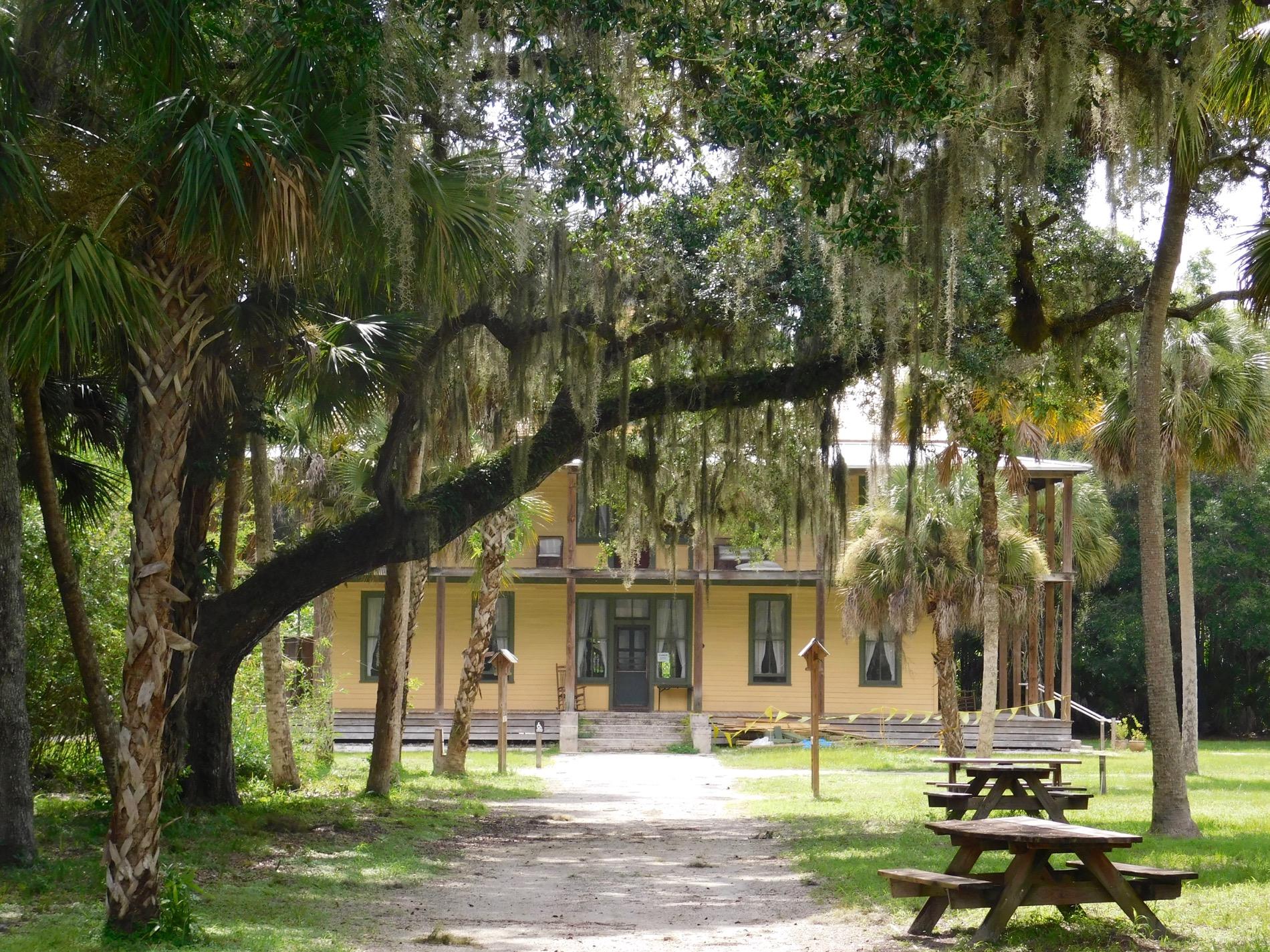 Photo of Village Koreshan : un beau site construit par une secte au XIXème siècle à Estero, en Floride