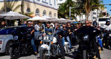Miami : les bikers rendent hommage à Johnny Hallyday (vidéo et photos)