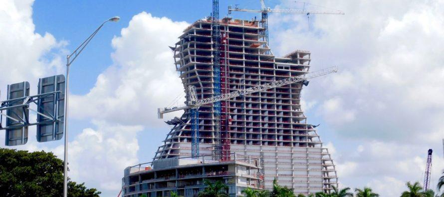 L'hôtel-guitare prend forme au Hard Rock Casino de Hollywood en Floride