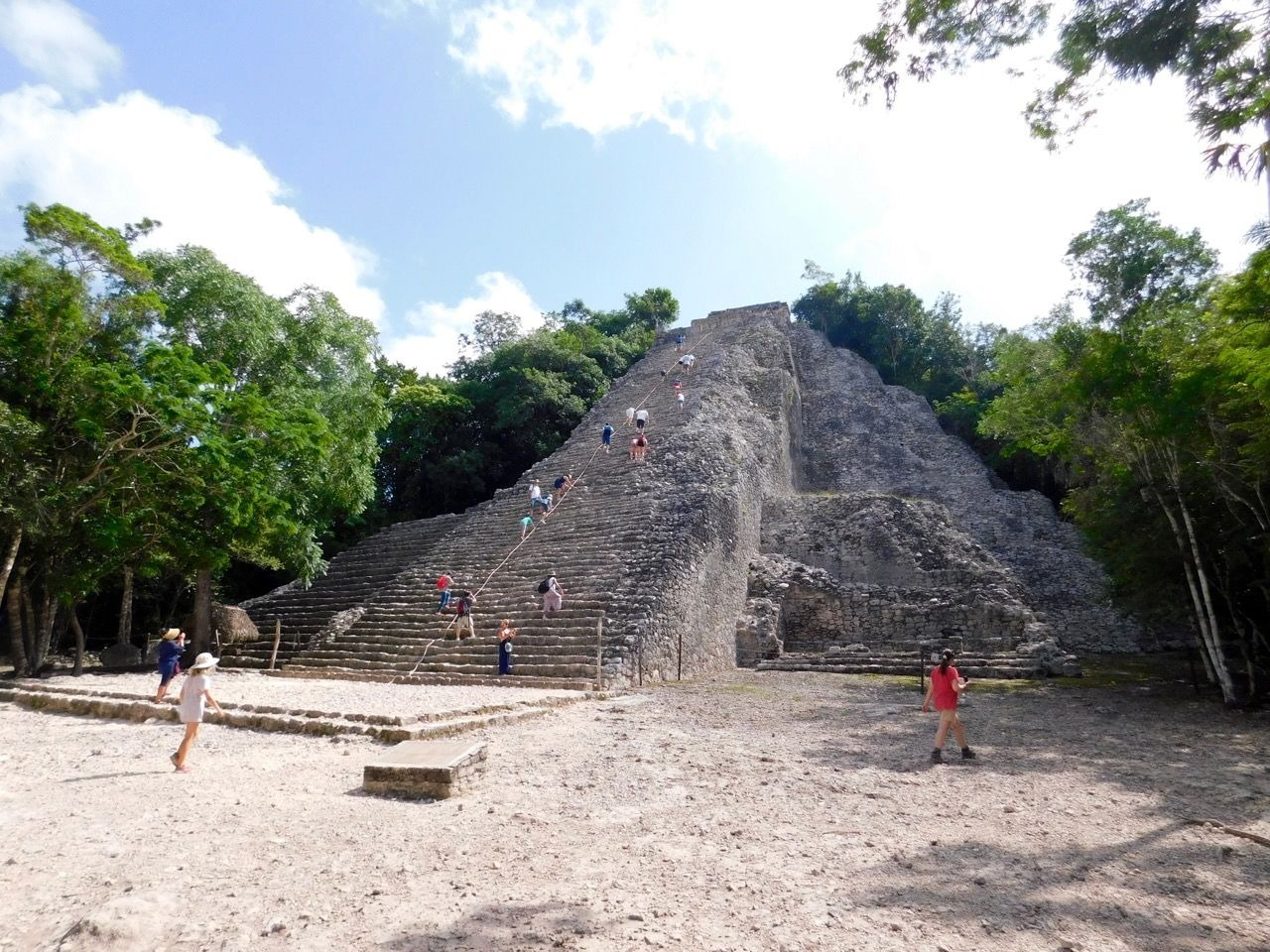 Photo of Cobá : la fascinante ville maya et sa grande pyramide perçant la jungle mexicaine