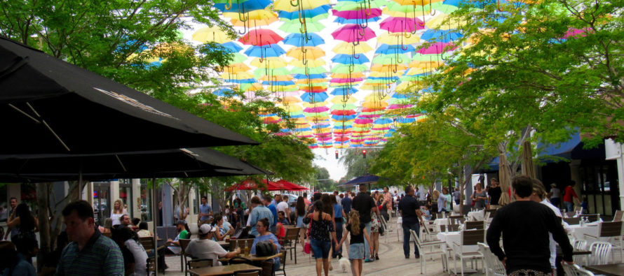 «Umbrella Sky» à Miami : le ciel de Coral Gables se couvre d'ombrelles !