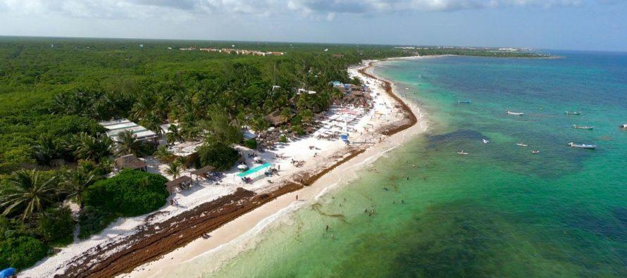 La plage de Xpu-Ha (au sud de Playa del Carmen, au Mexique)