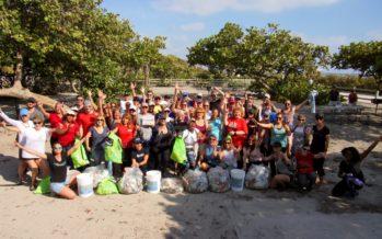 Les Canadiens ont nettoyé la plage de Hollywood (Floride) : les photos et vidéo