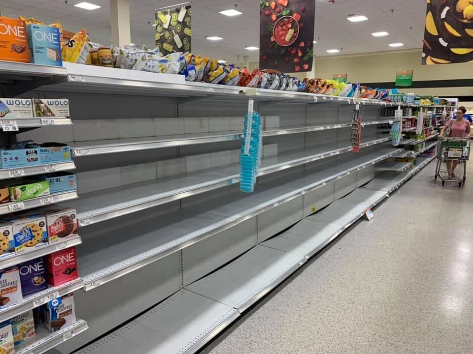 Un rayon d'eau vidé hier jeudi dans un supermarché de Fort Lauderdale en Floride. Les résidents font des stocks en prévision de l'ouragan.